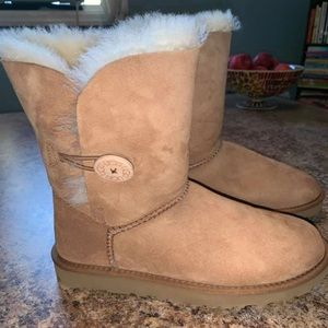 Ugg's - Brand New in Box - Bailey Button - Size 7